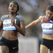 Elaine Thompson (li., Jamaika) und Jenna Prandini (USA) während des 100m Rennens während der Athletissima IAAF Diamond League international in Lausanne. (Foto)