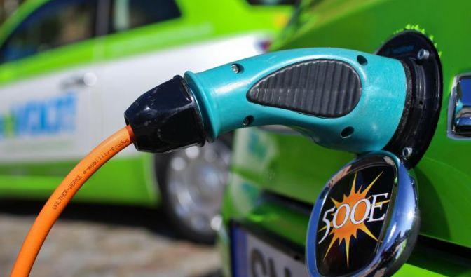 Elektroautos sollen nach dem Willen der Bundesregierung schon bald Standard auf Deutschlands Straßen sein. (Foto)