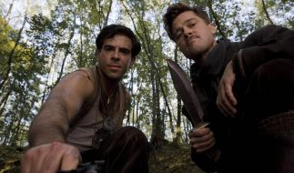 Eli Roth (l.) als Sergeant Donnie Donowitz und Brad Pitt als Leutnant Aldo Raine. (Foto)