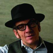 Elvis Costello ist einer der Künstler, die sich für den guten Zweck an ein Dylan-Stück wagen.