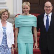 Empfang bei Bundespräsident Joachim Gauck (rechts): Albert II. und Charlène von Monaco.