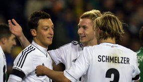 Endlich mal wieder gute Laune: Özil, Reus und Schmelzer (von links). (Foto)