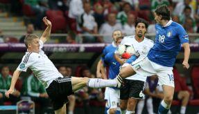 Energischer dazwischen gehen: Bastian Schweinsteiger und Sami Khedira im EM-Halbfinale gegen Italien. (Foto)