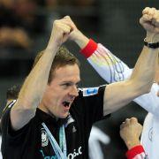 Er kann auch locker: Martin Heuberger bejubelt den Viertelfinaleinzug seines Teams.