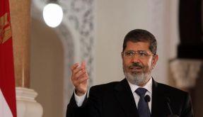 Er geht auf die Opposition zu, hält aber auch halber Wegstrecke an: Ägyptens Präsident Mursi. (Foto)