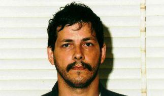 Er stürzte Belgien in ein Trauma, das das Land bis heute nicht überwunden hat: Marc Dutroux, hier auf einem Polizeifoto vom August 1996 nach seiner letzten Verhaftung. (Foto)