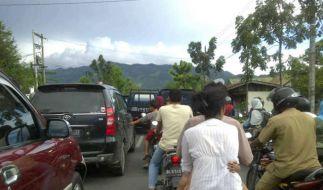 Erdbeben: Touristen fliehen in Thailand (Foto)