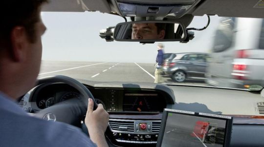 Erkennen und reagieren. Sehen und bremsen. Übernimmt das bald das Fahrzeug selbst?  (Foto)