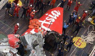 Ermittler schließen Terrorattacke bei AirAsia-Absturz aus (Foto)