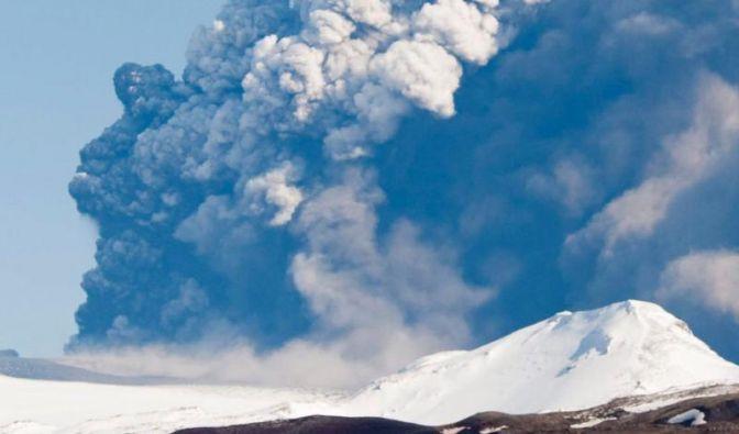 Erneut Flüge wegen Vulkan-Aschewolke gestrichen (Foto)
