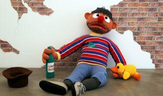 Ernie als verkommener Säufer (Foto)