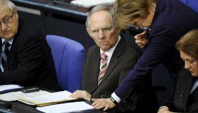 Ernste Mienen: Bundeskanzlerin Angela Merkel ( r.) und Bundesfinanzminister Wolfgang Schäuble (beide (Foto)