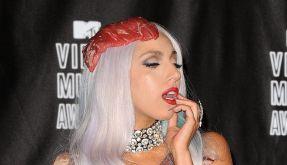 Erst im Fleischkleid, jetzt als Sexpuppe? Das wird selbst Lady Gaga zu viel. (Foto)