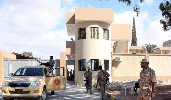 Erste libysche Milizen räumen ihre Machtgebiete (Foto)
