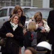 Erste Opfer des Amoklaufs in einer Grundschule wurden beerdigt.