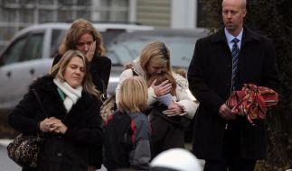 Erste Opfer des Amoklaufs in einer Grundschule wurden beerdigt. (Foto)