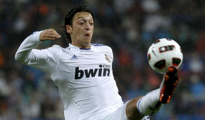 Erstes Özil-Tor bei Real-Sieg -  FC Barcelona 1:1 (Foto)