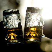 Es gibt nun also einen trifftigen Grund, warum man nicht allein trinken sollte! (Foto)