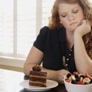 Es ist gar nicht so leicht, auf Leckereien zu verzichten. Aber mit einer individuellen Ernährungsumstellung kann man genussvoll, effektiv und dauerhaft Gewicht reduzieren. (Foto)