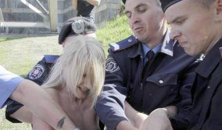 Es ist nicht das erste Mal, das die freizügigen Protestlerinnen mit Ordnungskräften aneinander geraten. (Foto)