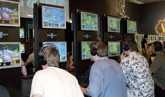 Es ist das gemeinsame Zocken, dass hinter Monitoren und unter dicken Kopfhörern begeistert. (Foto)
