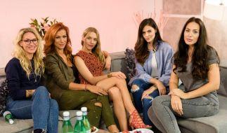 Evelyn Weigert, Yasmina Filali, Julia Dietze, Hana Nitsche und Hanas Shoppingbegleiterin Scarlett Sulu. (Foto)