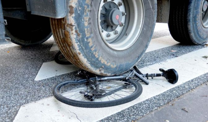 Fahrradunfall auf Zebrastreifen (Foto)