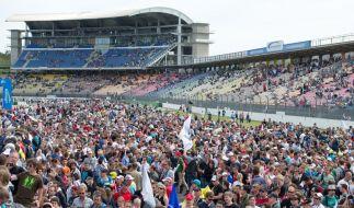 Fans der Formel 1 in Hockenheim. Die Veranstalter hoffen auf den Schumi-Effekt. (Foto)