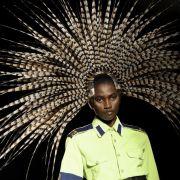 Fasenfedern als Kopfschmuck - da dürfte jeder Pfau bei der Fashion Week in London neidisch werden.