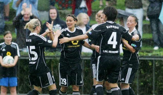 Favoritensiege bei Fußball-Frauen - Grings geht (Foto)