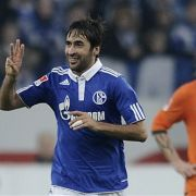 Raúl zeigt es an: Gegen Bremen gelangen dem Spanier drei Troe.