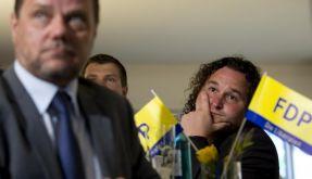 FDP-Anhänger verfolgen die Hochrechnungen.  (Foto)