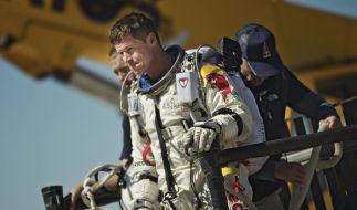 Felix Baumgartner, nachdem er vom Abbruch seines Sprungversuches erfahren hat. (Foto)