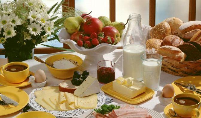Feste Essenszeiten in der Familie einplanen (Foto)