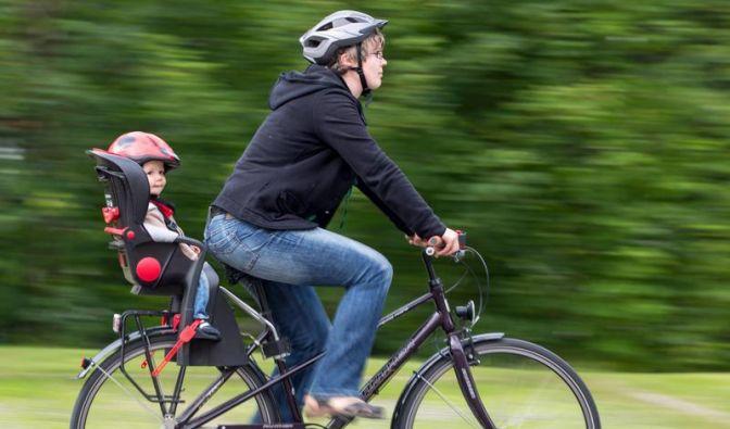 Feste Gurte, weiche Polster: Passender Kindersitz fürs Rad (Foto)