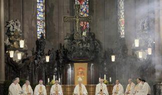 Festgottesdienst im Mainzer Dom: Einem Chorleiter wurde wegen einer Affäre gekündigt - zu unrecht, w (Foto)