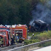 Explosionsgefahr! A61 nach Unfall mit Chemie-Lkw stundenlang gesperrt (Foto)