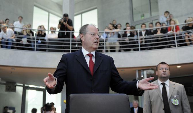 Finanzminister Peer Steinbrück verteidigt sich und die Rettung der HRE. (Foto)