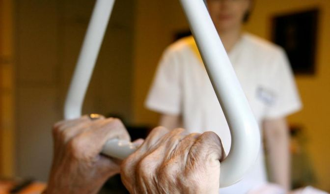 Fixierung im Pflegeheim lässt sich oft vermeiden (Foto)