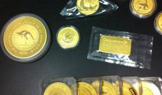Fliesenleger findet Goldschatz (Foto)