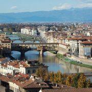 Florenz, die malerische Stadt am Arno, ist vor allem in den Herbstmonaten eine Reise wert - bei milden Temperaturen lassen sich die Kulturschätze der toskanischen Stadt besonders gut genießen.
