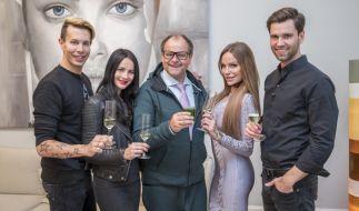 """Florian Wess, Nicole Mieth, Markus Majowski, Gina-Lisa Lohfink und Alexander """"Honey"""" Keen (v.l.n.r.) treffen bei """"Das perfekte Promi Dinner Dschungel Spezial"""" aufeinander. (Foto)"""