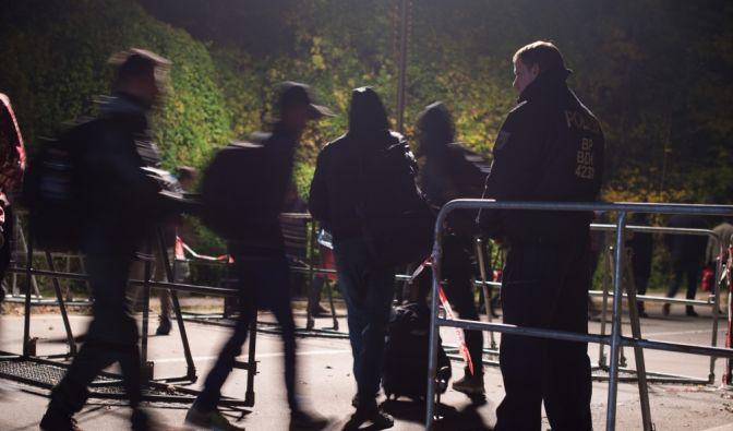 Flüchtlinge am Grenzübergang Passau. (Foto)