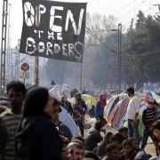 Flüchtlinge in Idomeni zünden sich an (Foto)