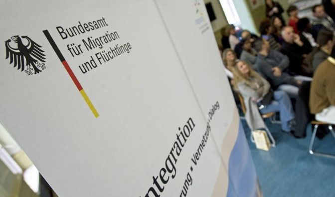 Flüchtlinge erhalten derzeit vom Staat 220 Euro monatlich - der Regelsatz für Hartz-IV-Empfänger liegt bei 364 Euro pro Monat. (Foto)