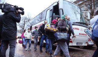 Flüchtlingsankunft in Hamburg: So geordnet wie hier ging es in Clausnitz nicht zu. (Foto)