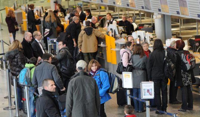 Flughafen-Streik: Service-Hotlines im Überblick (Foto)