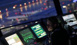 Fluglotsen wollen Dienstag streiken (Foto)