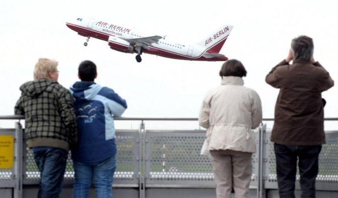 Flugverkehr an NRW-Flughaefen normalisiert sich langsam (Foto)
