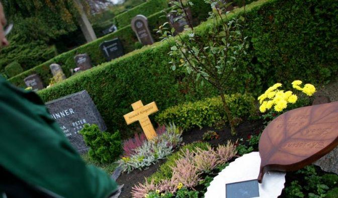 Fotoshow auf dem Friedhof: Erstes digitales Grabmal (Foto)